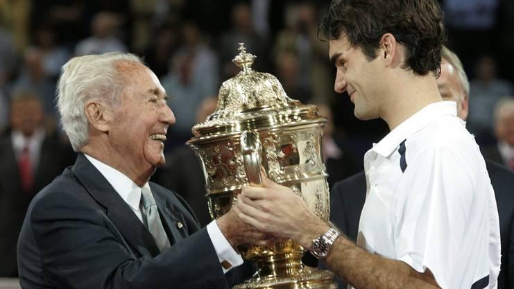 Auf den ersten Triumph bei den Swiss Indoors in Basel muss Roger lange warten. Erst im Herbst 2006 siegt er erstmals beim Heimturnier.
