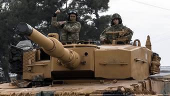 Türkische Truppen überquerten heute die Grenze nach Syrien.
