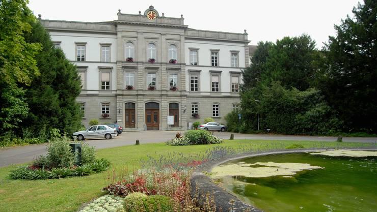 In der Psychiatrischen Klinik Königsfelden soll es ab den 50er-Jahren zu Medikamenten versuchen an Patienten gekommen sein. Das wird nun untersucht.