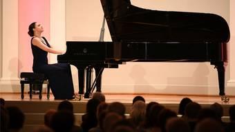 Olga Scheps auf dem Steinway-Flügel im Konzertsaal: Die 31-Jährige hat bereits sieben CDs eingespielt.