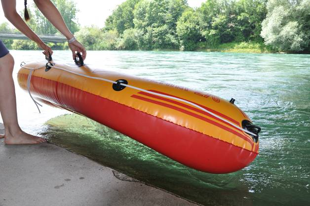 Sins, 14.05 Uhr: Das Boot wird zu Wasser gelassen.
