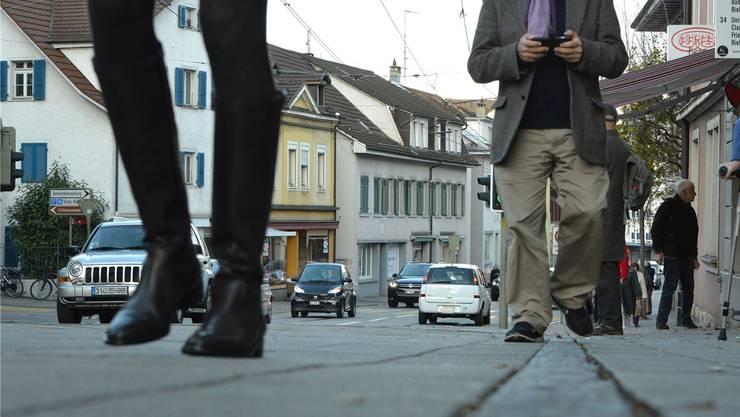 Laufkundschaft gefährdet? Die Geschäfte der Binninger Hauptstrasse wehren sich gegen das neue Sterbezimmer von Exit.