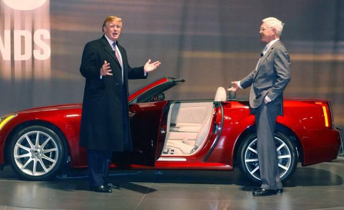 Industriejobs sind beiden wichtig: Donald Trump und Bob Lutz bei einem gemeinsamen Auftritt an der New York International Auto Show 2006.