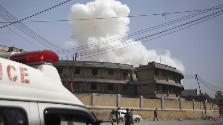 Die zwei aufeinanderfolgenden Explosionen waren im ganzen Stadtgebiet zu hören gewesen. Unter den Opfern des Anschlags waren auch Sicherheitskräfte und ein britisch-somalischer Journalist.