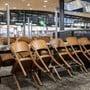 Ein geschlossenes Restaurant am Flughafen in Zürich.