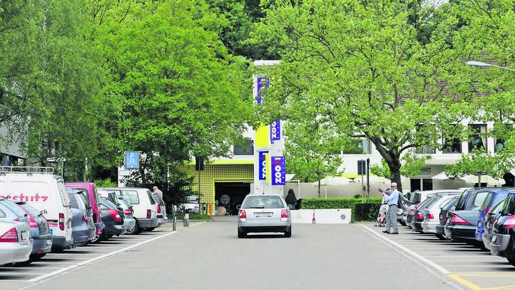 An Spitzentagen wie am vergangenen Sonntag sind die Parkplätze nahe des Zooeingangs schnell besetzt. Eine Lösung des Verkehrsproblems ist nicht in Sicht.