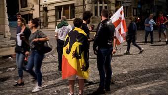 Die Jurafrage ist mit dem Kantonswechsel von Moutier gelöst: Pro-Berner und Pro-Jurassier nach der Abstimmung vom Sonntag.Jean-Christophe Bott/Keystone