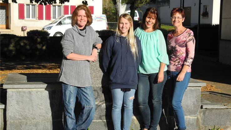 Cécile Suter, Jacqueline und Joe-Anna Lenzin (v. r.) bilden das Leitungsteam der Stafikids. Im Jubiläumsjahr haben sie als Verstärkung Regisseurin Brigitte Schmidlin (links) engagiert.