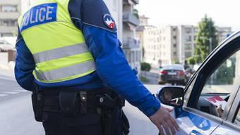 Der 27-jährige Taxi-Fahrgast und ein 46-jähriger Bewohner im Kanton Aargau wurden verhaftet. Bei ihnen stellte die Polizei Heroin und Kokain sicher. (Symbolbild)