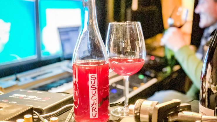 Nicht nur wegen seiner Farbe ein Knaller: Der Susucaru Rosato von Frank Cornelissen hat in Action Bronson den Weinfreak geweckt.