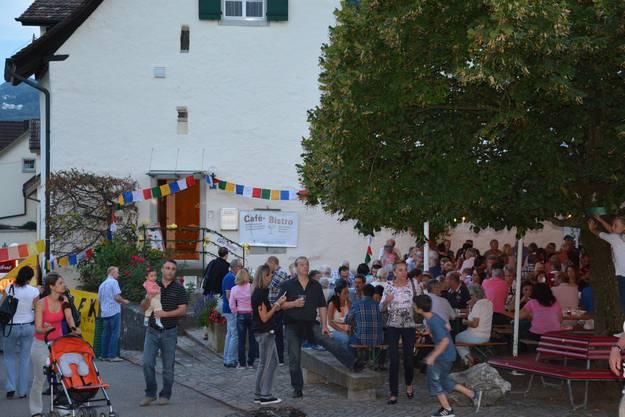 Zahlreiche Gäste strömten am Freitagabend ans Kellerfest in Oetwil