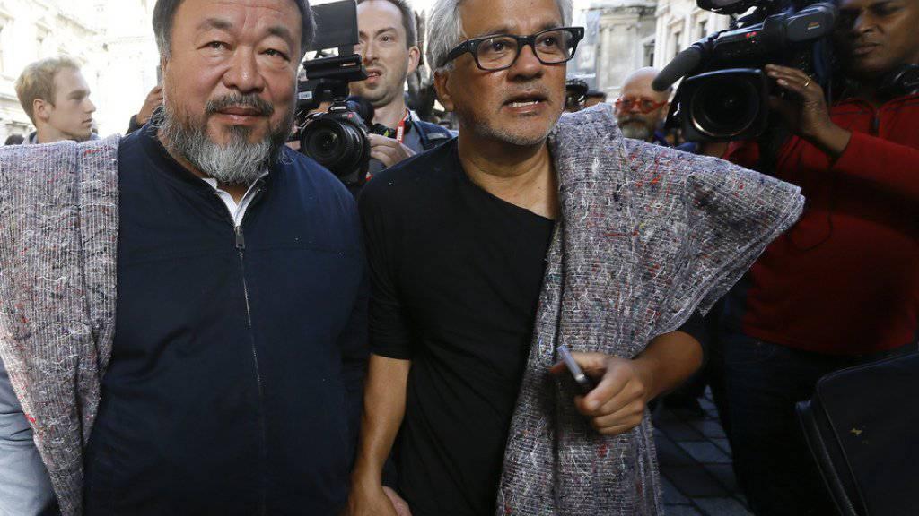 Anish Kapoor (r) und Ai Weiwei am Donnerstag in London auf ihrem Solidaritätsmarsch für Flüchtlinge.