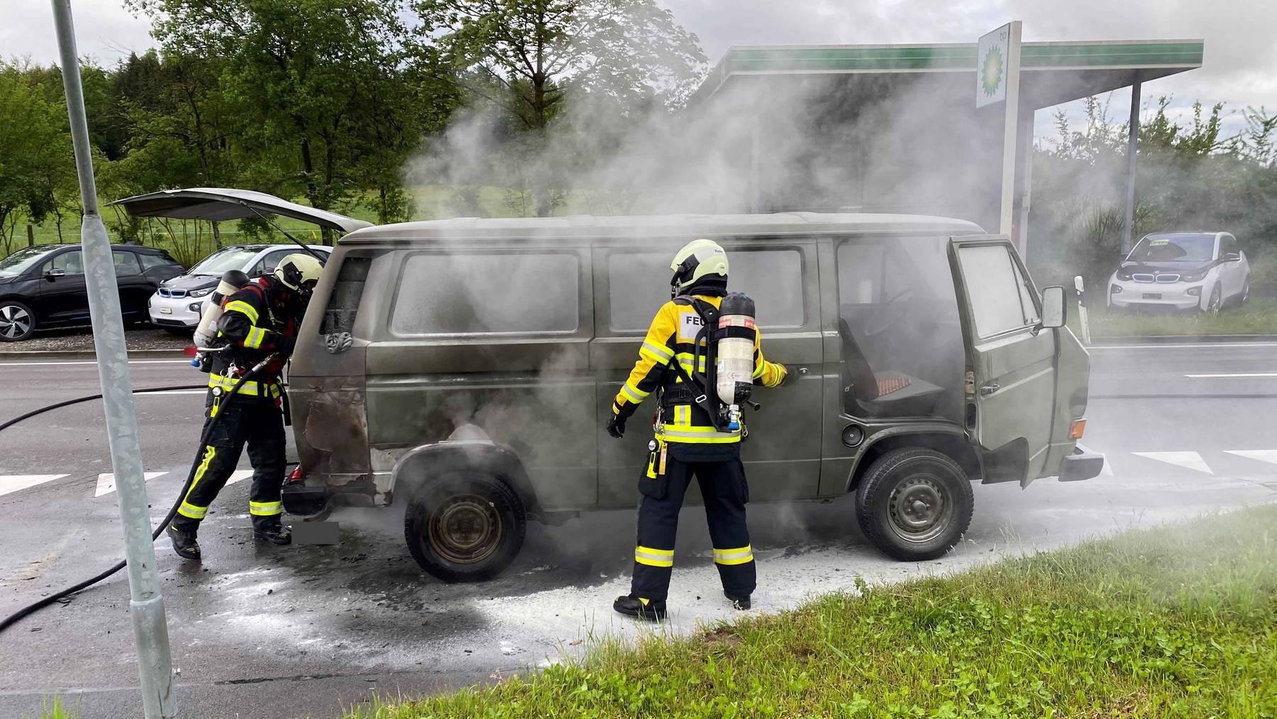 MM091_Feuerwehreinsatz wegen brennendem Fahrzeug