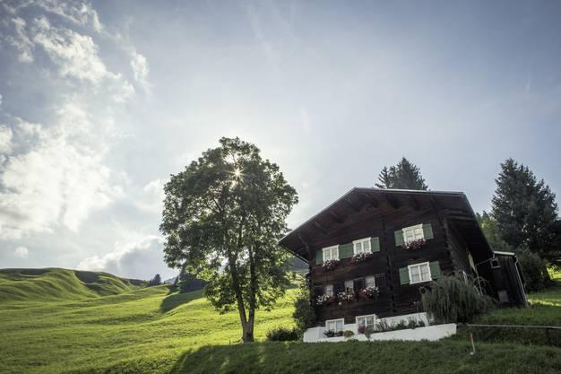 Von den historischen Walserhäusern gibt es noch rund zwei Dutzend im Tal.