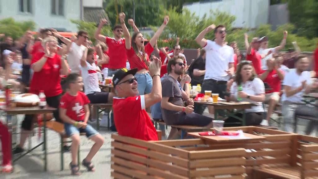 Embolo schiesst Tor gegen Wales - und so jubelten die Fans!
