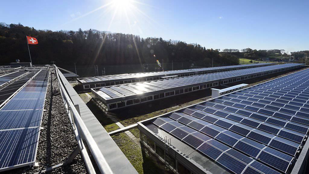 Durch Investitionen in saubere Technologien und Produktionsprozesse setzen Schweizer Unternehmen beim Umweltschutz immer mehr direkt an der Quelle an. (Symbolbild)