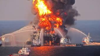 Brennende Transocean-Plattform im Golf von Mexiko