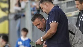Maierhofer erhält vor seiner Einwechslung in Wil Anweisungen von FCA-Trainer Rahmen - später lässt er auf Facebook Dampf ab wegen seiner Reservistenrolle.