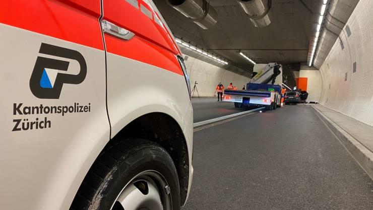 Der Fahrer des Autos zog sich beim Aufprall in der Notfallbucht tödliche Verletzungen zu.