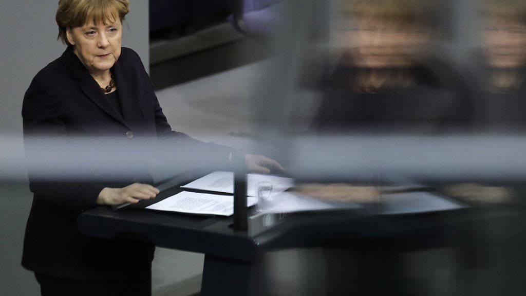 Verständnis mit Vorbehalten für Grossbritannien: Kanzlerin Merkel erläutert vor dem Parlament die Positionen, die sie im EU-Gipfel vertreten will.