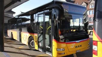 Wer mit dem Bus vom Bahnhof Brugg ins Kurzentrum Schinznach-Bad fährt, braucht ein Billett für 2 Zonen.