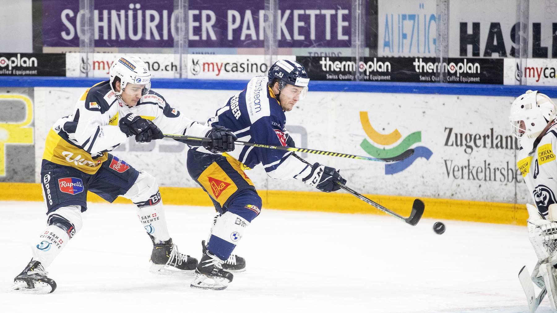 Zugs Sven Leuenberger fightet vor dem Ambri-Tor.
