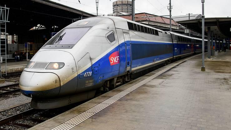 Doppelstock-TGV im Bahnhof Basel.