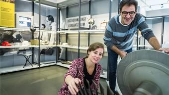 Museumsleiterin Carol Nater Cartier und Kurator Jürg Spichiger vor einem BBC-Erfolgsprodukt, dem Turbolader. Fotos: Chris Iseli