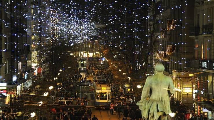 Zürcher Bahnhofstrasse: Weihnachtsbeleuchtung \