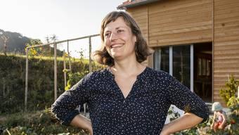 Helena Rupp in ihrem Garten in Hallwil. Gemüse kauft die Familie keines, alles stammt aus Eigenanbau.