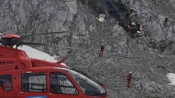 Bei Leutasch in Tirol ist ein Kleinflugzeug gegen eine Felswand geprallt. Die drei Männer an Bord kamen ums Leben.