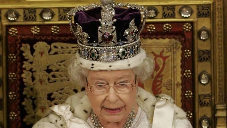 Die Imperial State Crown (Bild) ist ein furchtbar unpraktisches Ding, sagt Königin Elizabeth II; wenn man nicht aufpasst, fällt sie runter oder bricht einem das Genick. (Archivbild)