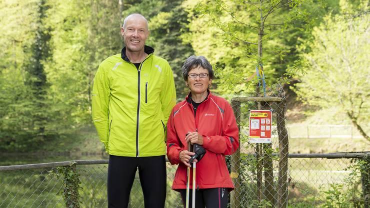 Wolfgang und Marianne Waldenmaier, hier beim Fünfweiher, kennen sich im Naherholungsgebiet bereits gut aus.