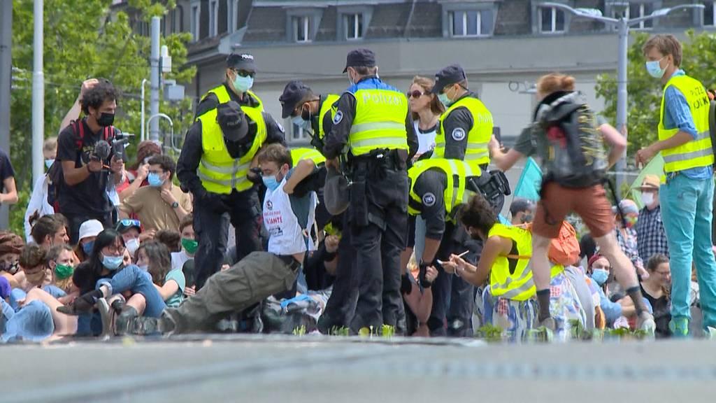 Fast kein Wochenende ohne Demo: Waren die Schweizer zu lange isoliert?
