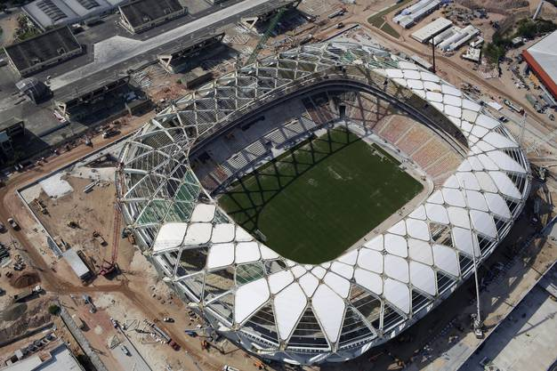 Das Stadion im Dschungel von Brasilien