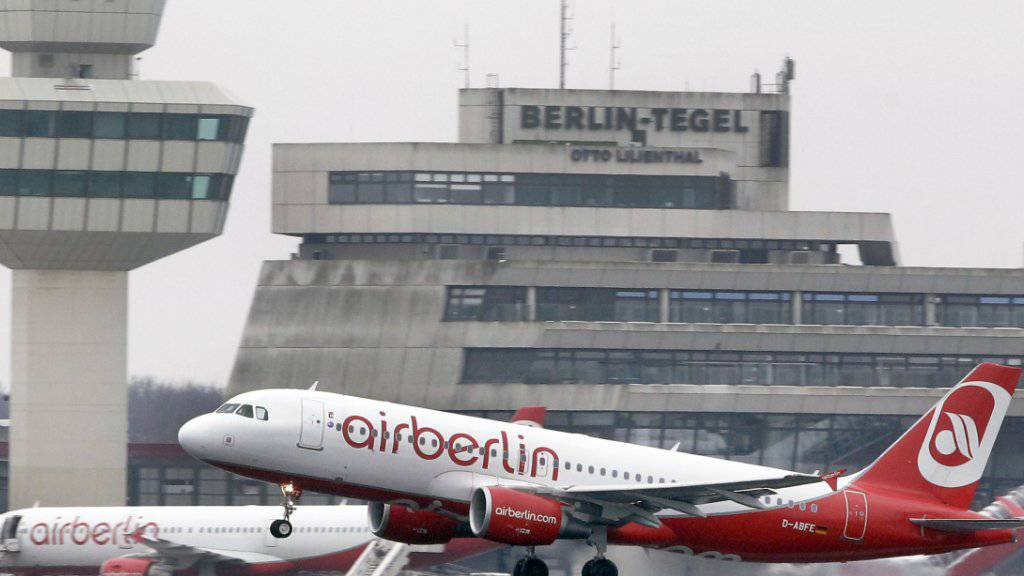 Air Berlin kommt nicht so schnell aus der Krise. Die Passagierzahlen sind weiterhin rückläufig. (Archiv)