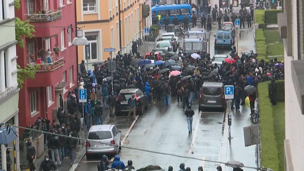 Polizei greift gegen 1. Mai Demonstranten durch