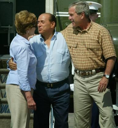 Die guten alten Zeiten: Silvio Berlusconi begrüsst die damalige US-First-Lady Laura Bush.