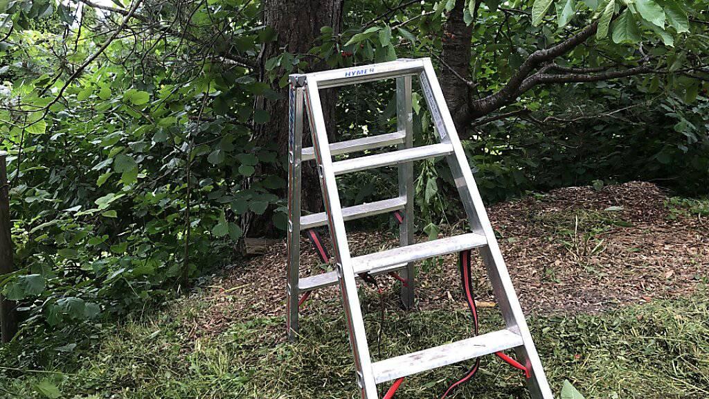 Zwei Männer stürzen von Leitern – und werden schwer verletzt