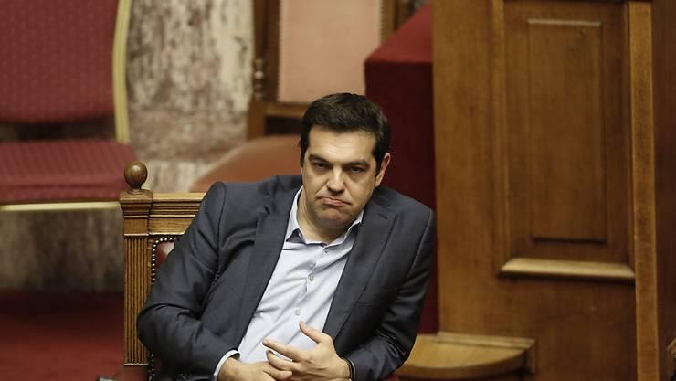 Die Partei von Regierungschef Tsipras steht am Rande einer Spaltung. Erneut haben über 30 Syriza-Abgeordnete Tsipras die Gefolgschaft verweigert.
