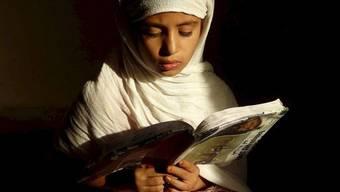 Vielen Mädchen weltweit - hier ein Bild aus Afghanistan - fehlt der Zugang zu Schulbildung (Archiv)