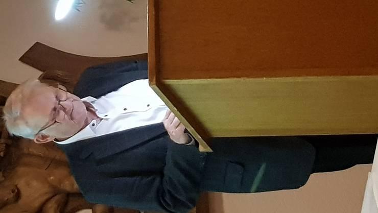 Dr. Bruno Bohlhalter hält sein packendes Referat zur Uhrenkrise von 1970-1984.
