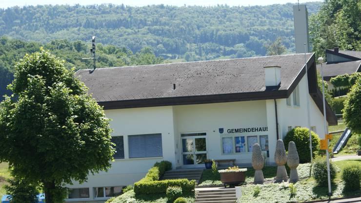 Mehrere Fricktaler Gemeinden suchen einen Gemeindeschreiber – Hellikon (im Bild: das Gemeindehaus) hat einen gefunden