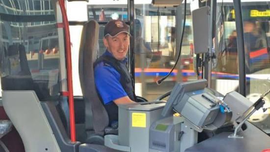 Dieser Polizist kann auch einen Bus lenken