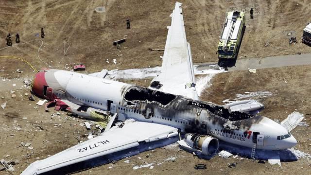 Nach dem Crash auf dem Flughafen von San Francisco: Asiana-Flugzeug