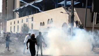 Für mehrere Menschen endeten die gewaltsamen Auseinandersetzungen zwischen Anhängern des schiitischen Klerikers Muktada al-Sadr und irakischen Sicherheitskräften in Bagdad tödlich.