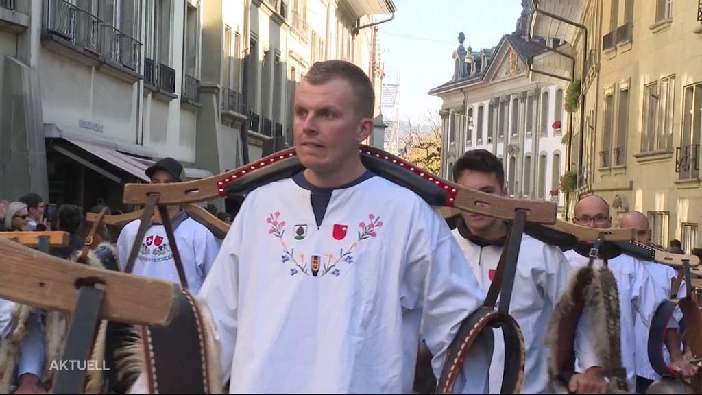 Mega Demonstrations-Samstag in Bern: 10'000 Massnahmen-Kritiker und ihre Gegner demonstrieren zeitgleich