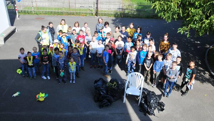 Die 67 Kindergarten- und Schulkinder engagierten sich tatkräftig am «Clean up-Day».