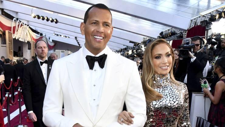 Hält seine Töchter an der kurzen Leine: Ex-Baseballprofi Alex Rodriguez, im Bild mit seiner Neo-Verlobten Jennifer Lopez. (Archivbild)