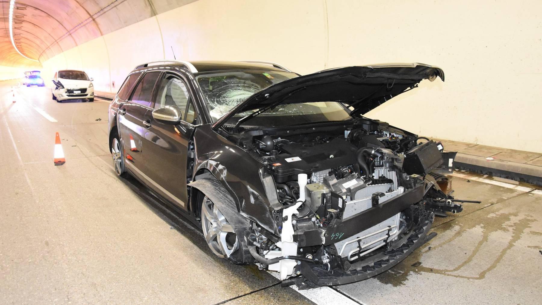 Das Auto des 72-Jährigen prallte gegen die Tunnelwand.